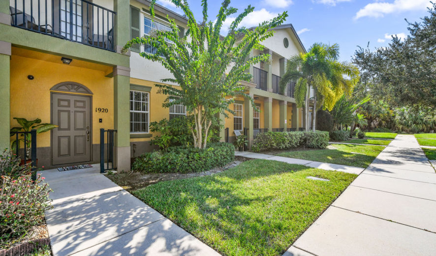 3/2.5/1 Townhouse in East Lake Village